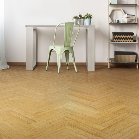 Room with bamboo parquet block flooring in a golden colour